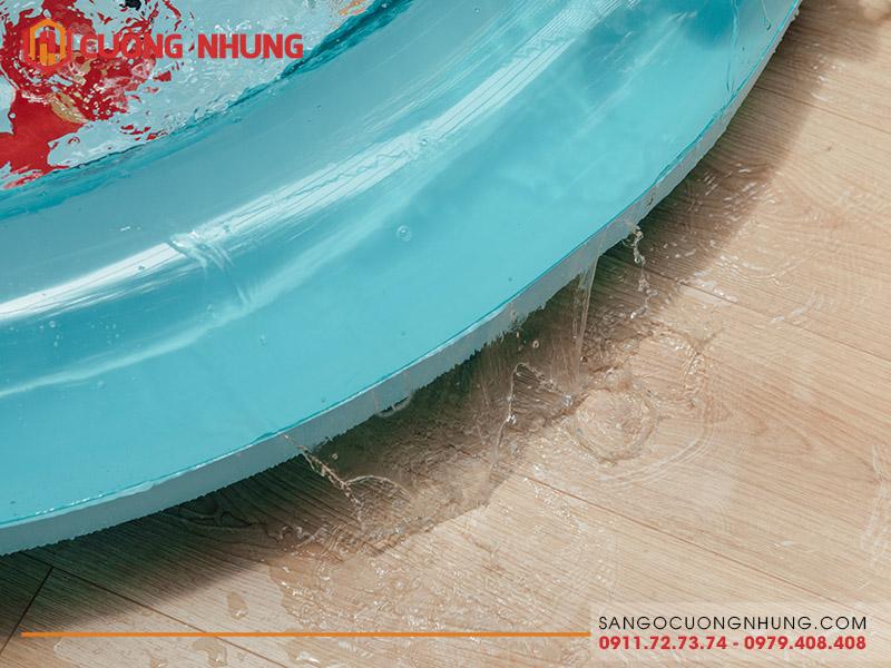 Bài test 1000 giờ ngập nước của sàn gỗ Egger Aqua +